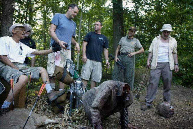 20 fotos curiosas dos bastidores de The Walking Dead (6)