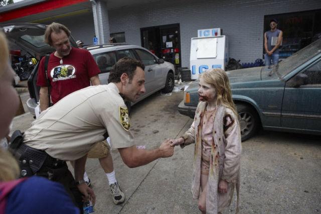 20 fotos curiosas dos bastidores de The Walking Dead (15)