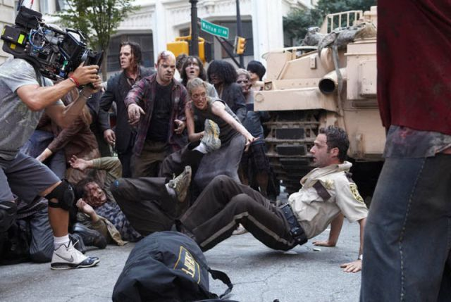 20 fotos curiosas dos bastidores de The Walking Dead (7)