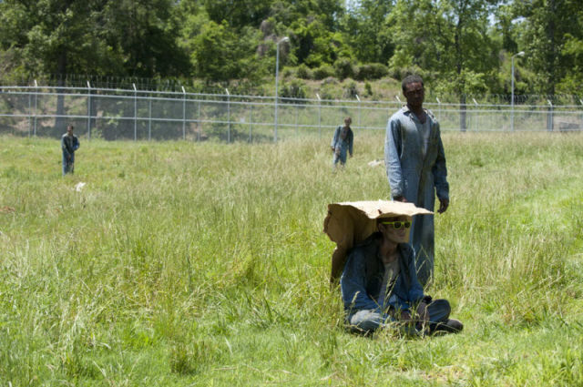 20 fotos curiosas dos bastidores de The Walking Dead (19)