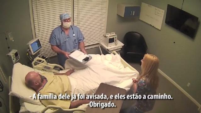 Após bebedeira, grupo faz amigo bêbado acreditar que ficou em coma por 10 anos